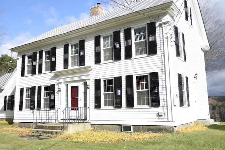 Howe Hill Farmhouse + 413 acres