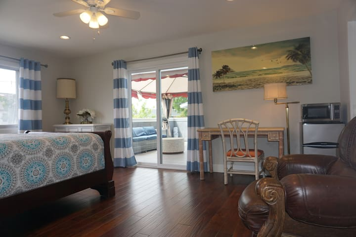 Executive Deluxe Suite w/Large Patio, Garden View