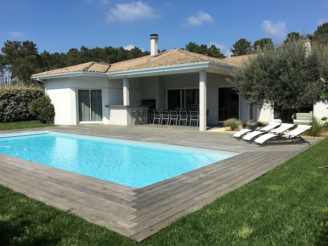 Architect's Villa 200 m2 near Bordeaux - Saint-Aubin-de-Médoc - House