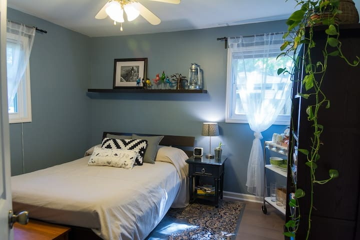 Bright Airy Bedroom Bath Minutes From Downtown Houses For Rent In Charleston South Carolina