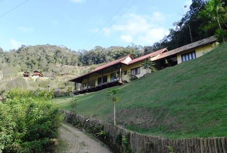 Sua casa na montanha - Domingos Martins