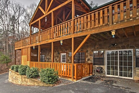 2BR Near Gatlinburg and Pigeon Forge! - Cosby - Blockhütte
