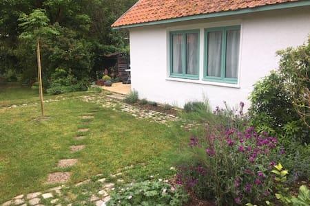 Studio indépendant dans jardin au coeur de Chinon