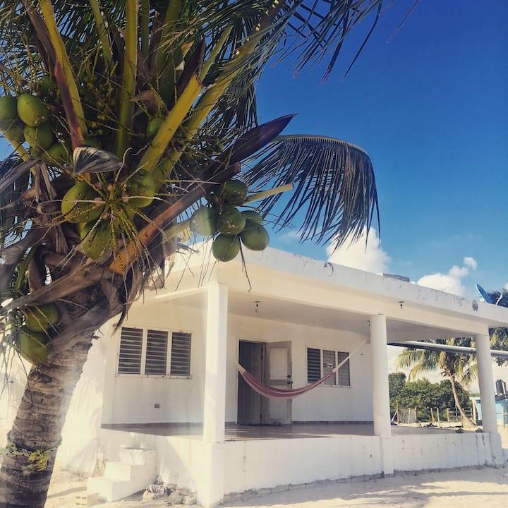 Casa en la playa frente al arrecife de Mahahual