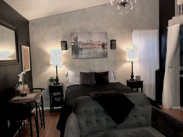 Travelers Dream *Cozy*Chic*Clean*Private Entrance