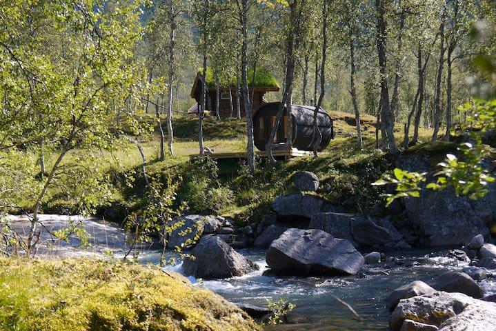 """Helge Ingstad"" Cabin / Huskylodge"