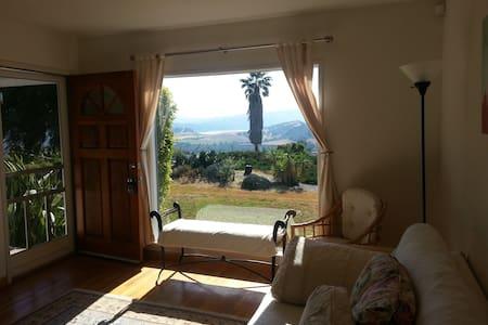 View Home with Studio, near Ojai, 10 min to beach - Oak View
