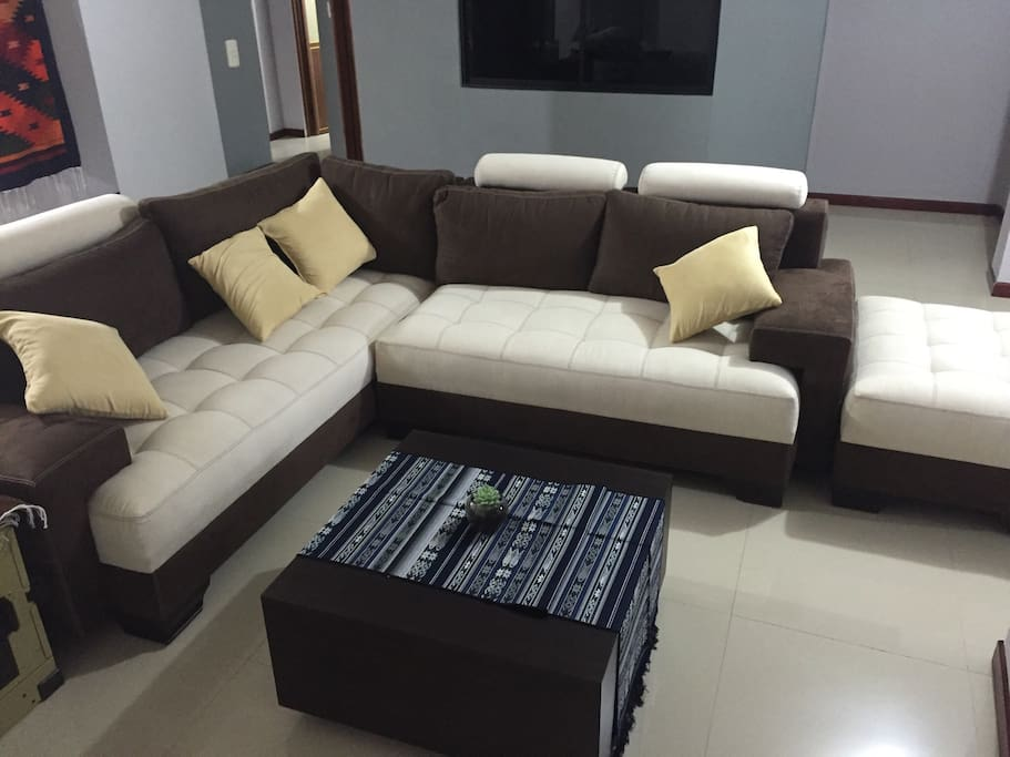 Newly furnished, comfortable LR