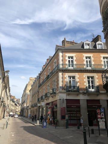 Plein centre de Rennes sur les toits