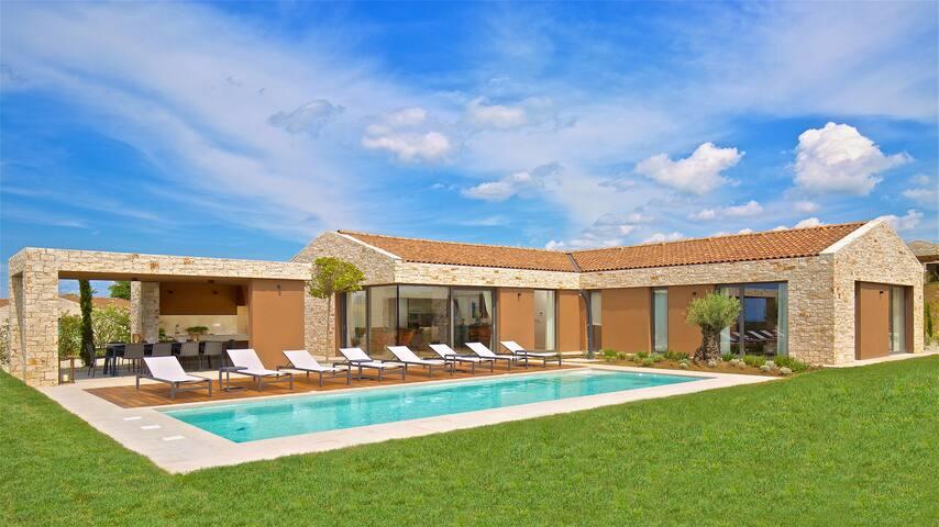 Brand new modern villa with mesmerizing views