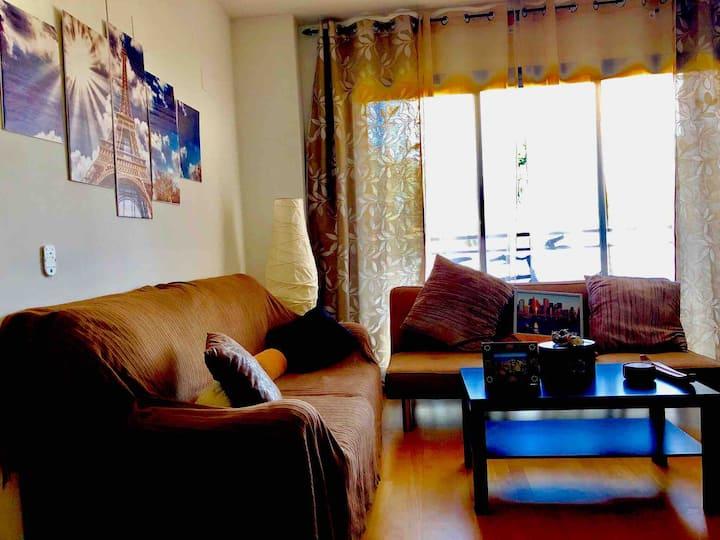 Piso con piscina,1 habitación y salón (sofa cama)