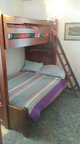 Bunk-bed Room 10 min O'Hare Airport - Des Plaines - Hus
