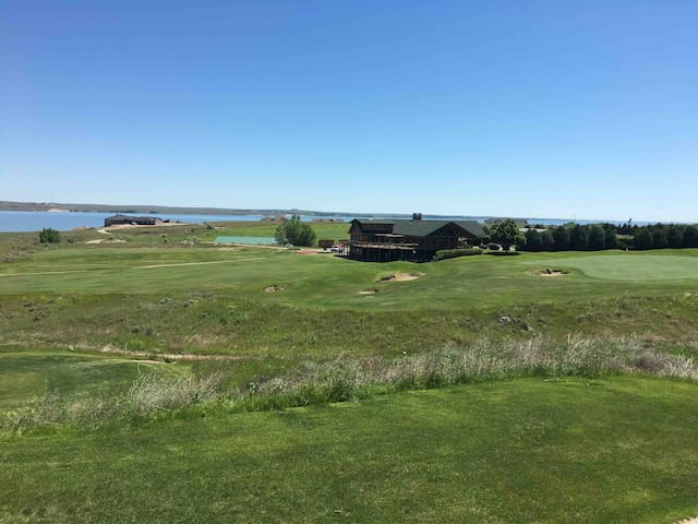 Lake Mac House on Bayside Golf Club's 18th Hole