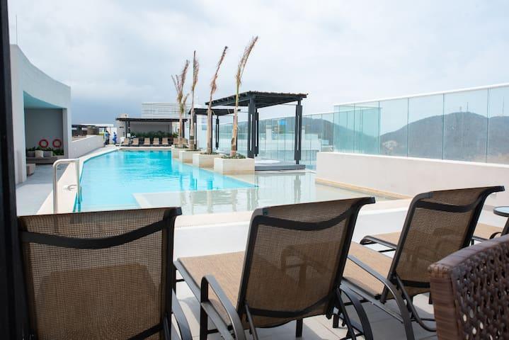 Premium 2 Bedroom Ocean view, Pool & Beach Club