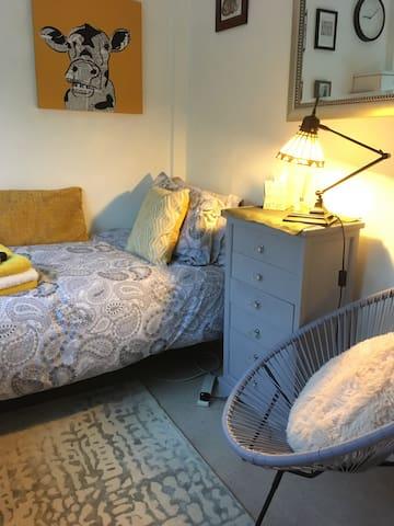 Single bed in single room