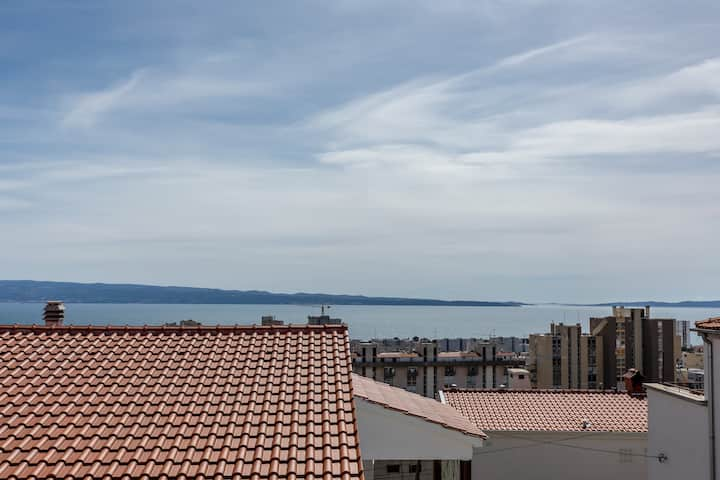 GREAT VIEW COMFORTABLE 2 BEDROOM APARTMENT