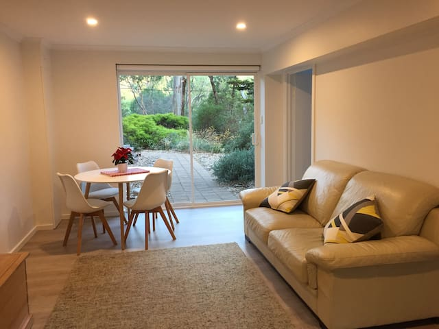 Private apartment in leafy Adelaide Hills - Hawthorndene - Daire