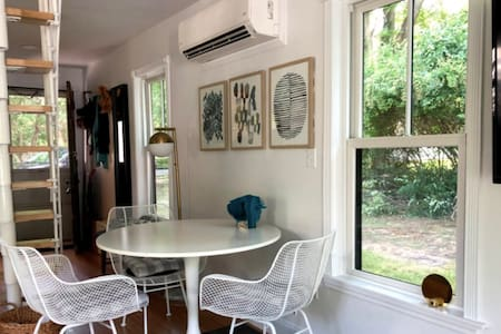 Stylish Tiny House in beautiful Marion Village!