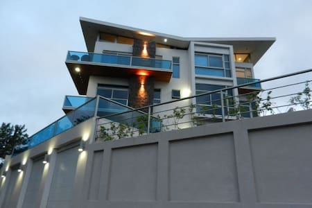 Modern 2BR/2BA Condo Home Epic Lake Views - Brisas