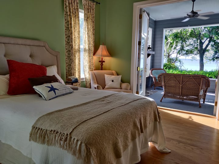 Serene Riverfront Guest Suite