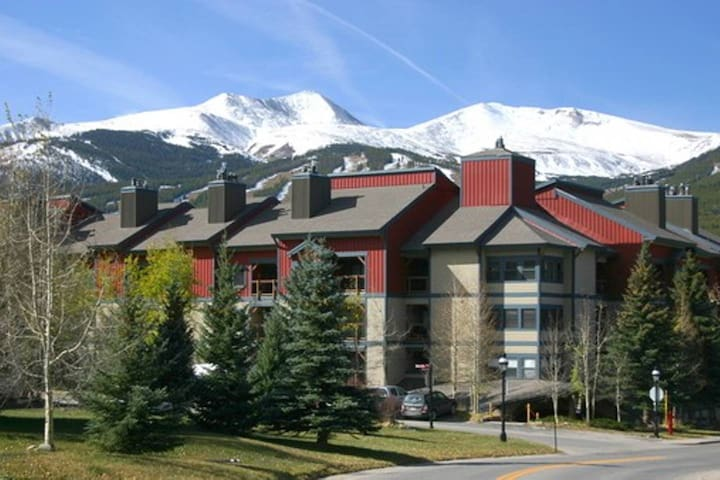 Cozy Downtown Breck Condo w/ Indoor Pool