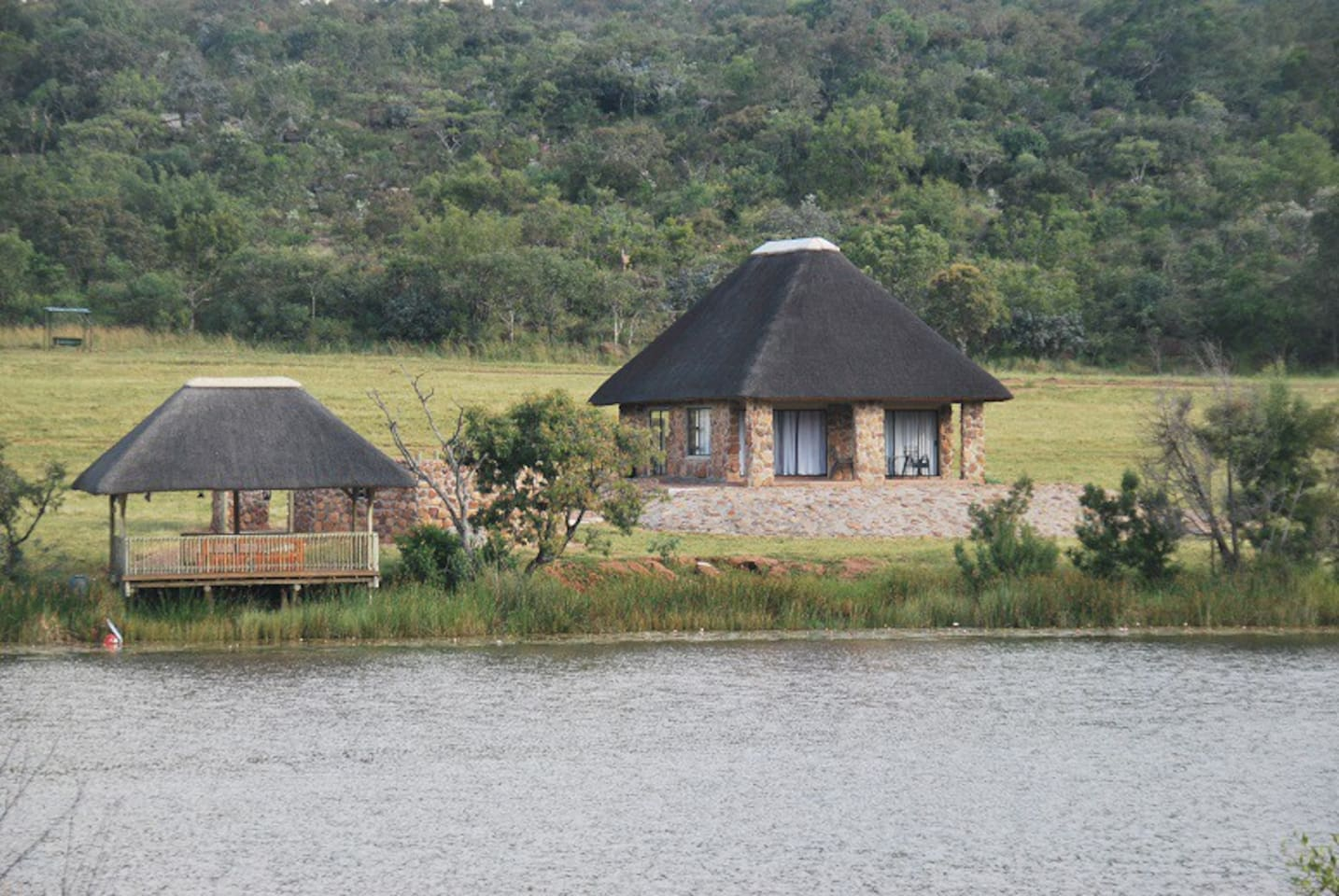 Chalet overlooks beautiful serene dam, has a lapa with fire pit and picnic deck on the water.
