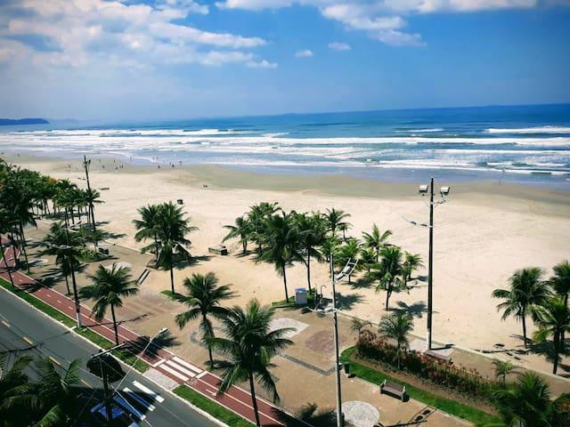 Apartamento em Frente ao Mar (Praia Grande)