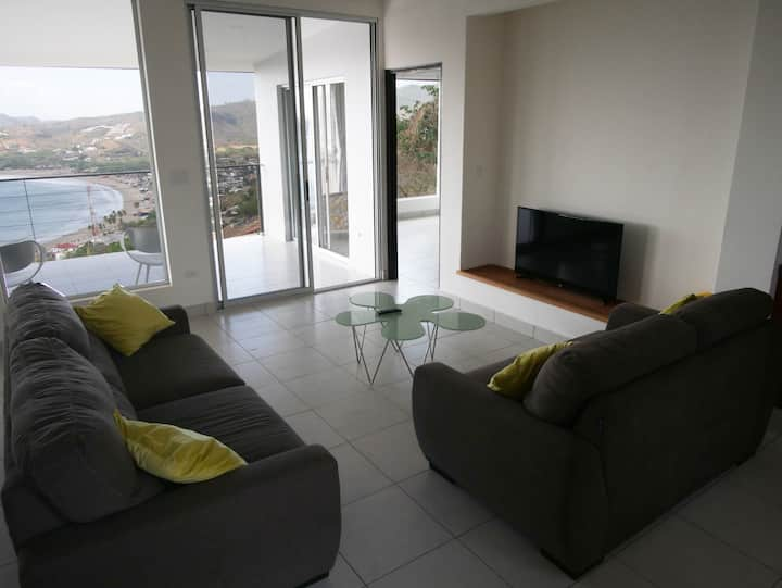 Sky House: 2 bdrm stunning bay view all rooms