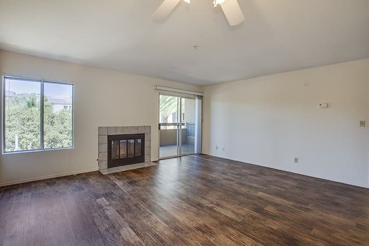 Cozy Living room 5 mins from South Coast Plaza - Costa Mesa - Byt