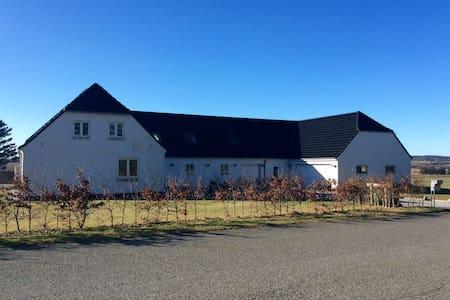 Landsted i naturskønne omgivelser - Brovst - Huis