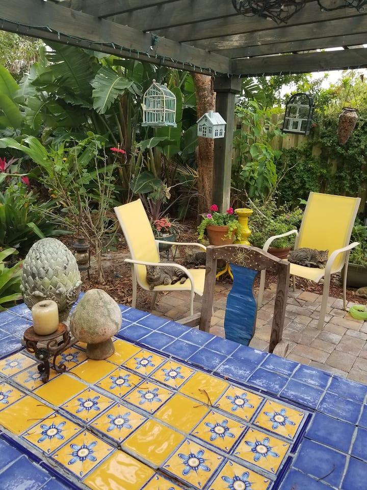 Secret Garden mini suite ambience, Private entranc