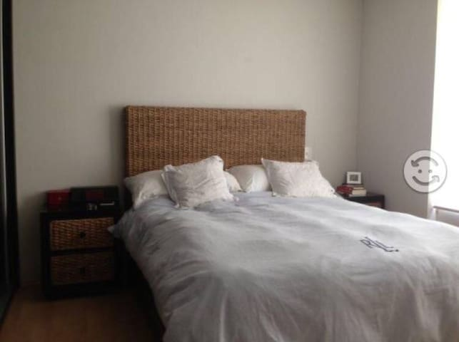Wifi, Bed & Breakfast at 10 mins of Downtown