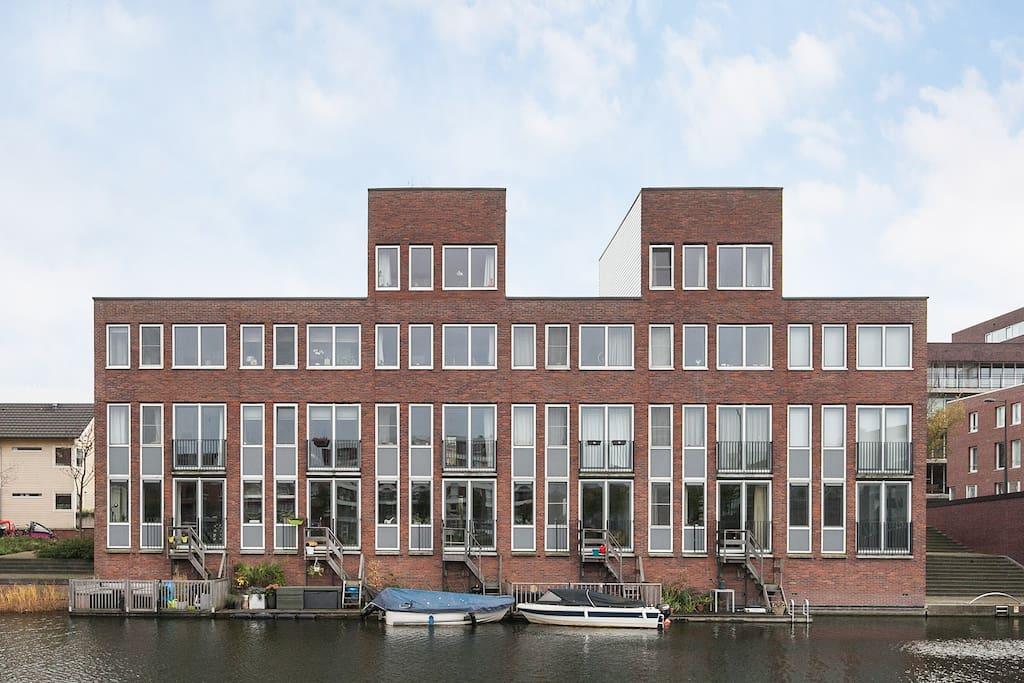 Modern channelhouse with parking huizen te huur in for Te koop amsterdam noord