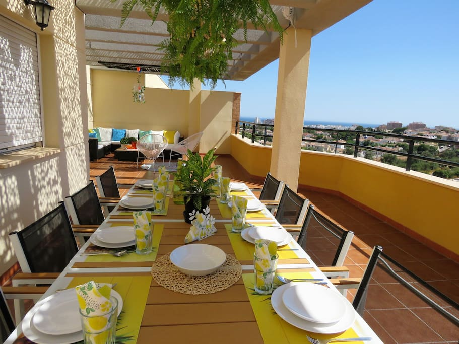 TERRACE WITH DINNING TABLE AND SEA VIEWS