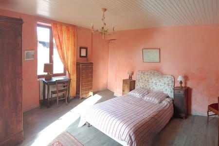 Chambre meublée, Drôme de collines, pleine nature - Châteauneuf-de-Galaure - Huis