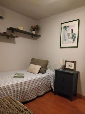 Habitación individual y baño cercana Barajas/Ifema
