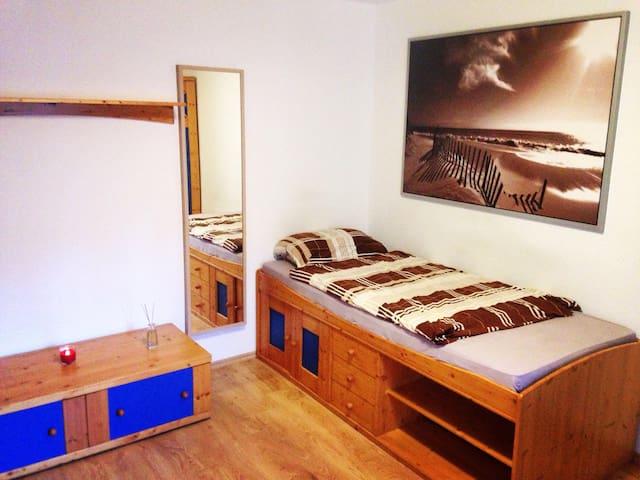 Gemütliches Zimmer in ruhiger Gegend - Würzburg - Casa