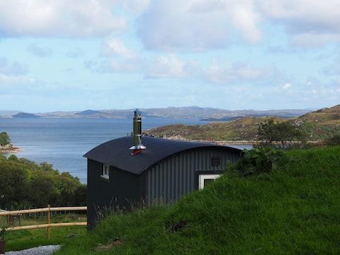 Rowan - Luxurious shepherd hut with hot tub and stunning sea views - Pet Friendly