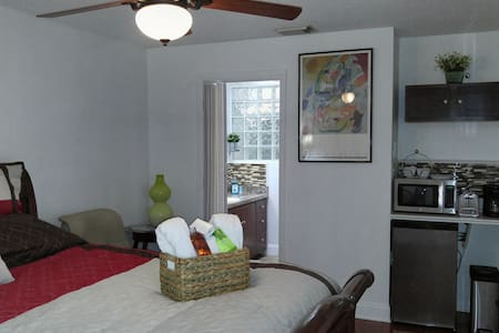 Relaxing Suite with Private Entrance Near UCF - Orlando