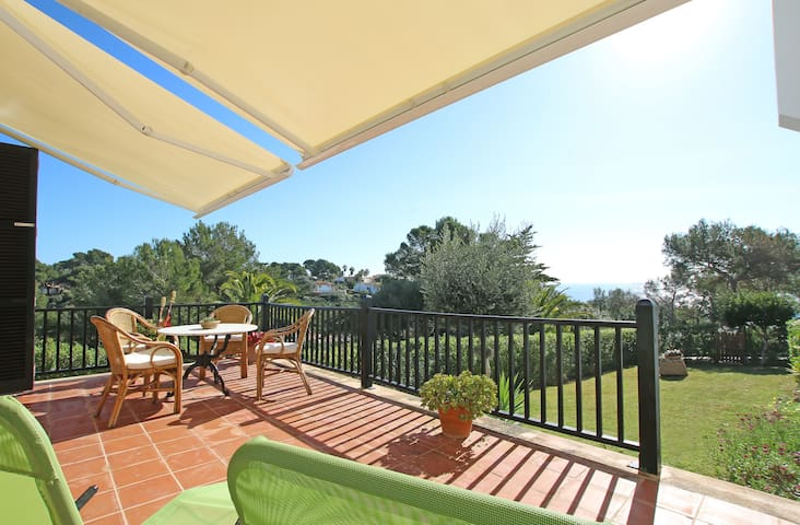 SEAFRONT APARTMENT ON THE BEACH, CALA ANGUILA