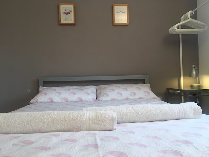 Peaceful Double Bedroom with Free Parking