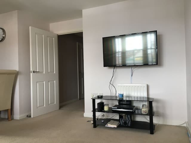 Double room to rent close to London