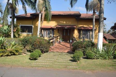Casa em condomínio com piscina em Embu Guaçu - Embu-Guaçu - Rumah