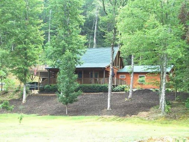 Log Seclusion 10 Acres w/Creek,BBQ,FP, TV, W-F, 11