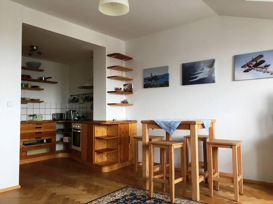 Kitchen corner with dinig space