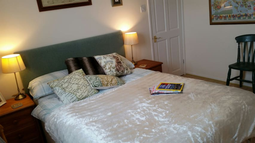 Double room in historic Helston. Single or couples