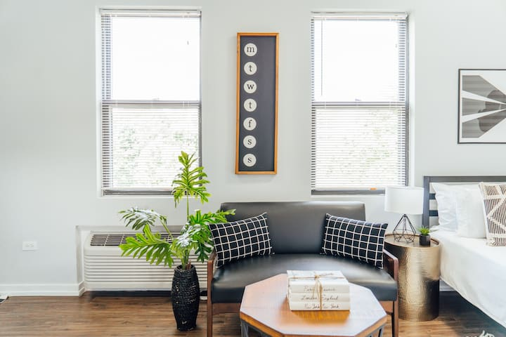 Charming Studio in Uptown | Near Wrigley | Cubs