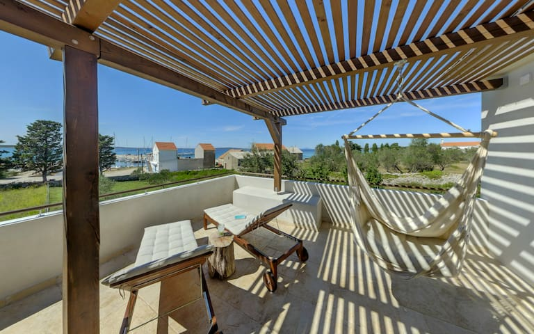 35 m2 terrace: Magnificent views of the blue adriatic