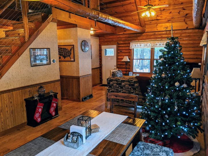 Lakefront Log Cabin | *Relax w/ Family - Secluded*