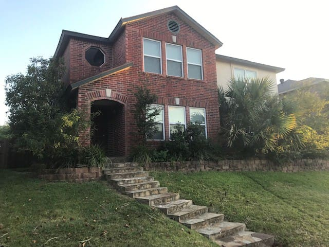 CHARMING 3BR,WiFi,ELLIPTICAL,GAMES by DFW airport
